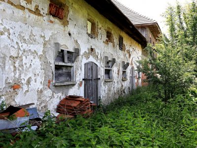 Abandoned Old Farmhouse Decay  - WFranz / Pixabay